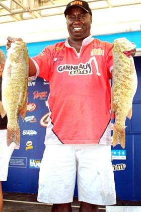 Tommy Robinson FLW Tour Open Detroit River smallmouth bass